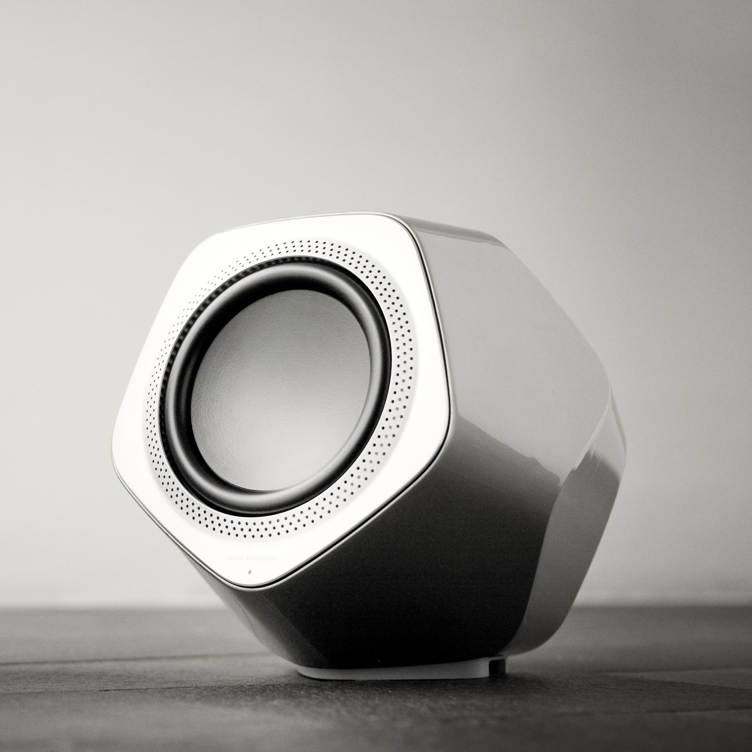 BeoLab 19 - Zilver & Wit