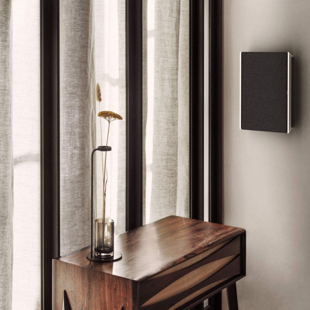 NA_Beosound-Level-Wall_Silver-Textile_02.tif